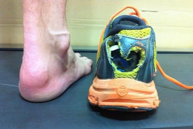 zapatillas desgastadas y deterioradas